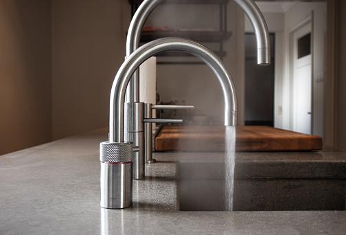 Vandhane med kogende vand
